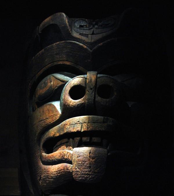 """Canada : """"double-face"""", un totem amérindien au musée des civilisations à Ottawa"""