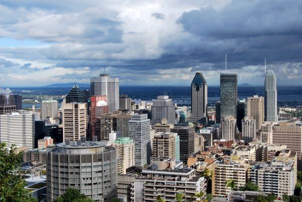Canada : vue du centre de Montréal depuis le Mont Royal
